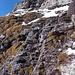 Die unangenehme Rinne vom Band aus. Den Abstieg machte ich den oberen Felsen entlang und stieg vorsichtig dem rechten Bildrand entlang abwärts.