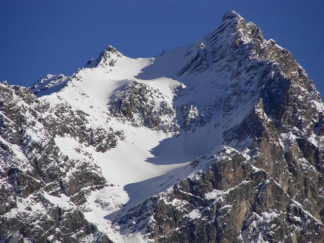Klettersteig Piz Mitgel : Der piz mitgel. im sommer führt hier ein hervorragend [hikr.org]
