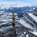 Das Gipfelkreuz steht nicht ganz auf dem höchsten Punkt