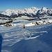 Strukturierte Schneeoberfläche, Sonne und der Alpstein