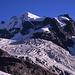 Piz Roseg (3937m). Davor der Tschiereva-Gletscher.