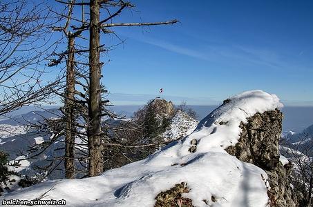 Aussicht vom kleinen Felsvorsprung auf die Bölchenfluh