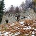 Colmanicc Pt. 1601 - riesige Stallruine mit archaisch anmutenden Trockensteinmauern. Man achte die Ecksteine
