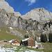 Alp Tschingla auf einer Sonnenterrasse unter dem Schibenstoll
