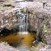 Ein weiteres Naturhighlight nahe des Triple Point: El Fosso wird dieser Wasserfall in das runde Becken genannt. Man kann dort hinein und durchs Wasser unter dem Rand an der Seite wieder ans Tageslicht.