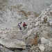 Beim Anstieg in den Gipfelschrofen haben wir schon die Anoraks an, vorher war noch ein Steigen im T-Shirt möglich.
