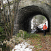 Am Erzwanderweg, wo die historischen Abbaustätten und Transportwege gewürdigt werden.