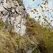 Weg nach Mont Alt entlang den Felswänden
