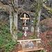 Gedenkkreuz und Betstelle am Beginn des Niederhausertal bei Schwendt