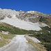 die breite Geröllhalde und der weitere Aufstieg zur Bergstation jetzt praktisch schneefrei