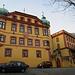 im Abstieg von der Hungerburg: Schloss Büchsenhausen