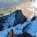 Tiefblick vom Lütispitz-Nordostgrat über die bei diesen Bedingungen recht alpine Aufstiegsroute.