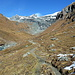 Kurz nach der Pifangalm ist der Weg zunächts noch deutlich zu erkennen. Später verliert sich die Spur. Das Gelände im Talboden bleibt aber immer einfach.