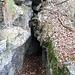 Si passa attraverso le spaccature naturali della roccia