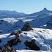 Gipfelsteinmann auf dem Munzchopf, dahinter Spitzmeilen und Ringelspitz