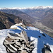 Il punto panoramico a E della cima vera e propria si affaccia su Biasca e Malvaglia