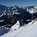 Aufstieg zum Rigidalstock vor dem Felszahn des Bettlerstocks und den Weiten der Alpen