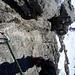 Gut gesichert in der Schlüsselstelle des Klettersteigs