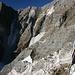 wir nähern uns dem Marmorbruch, oben etwas links der Mitte der Sattel, zu dem wir später hochsteigen