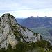Jetzt geht's zur Sache: Bärenstich Süd. Man folgt den Legföhren in der rechten Flanke und steigt dann über die Kante zum Gipfel