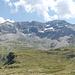 Panorama des Cirque de Troumouse, v.l.n.r.: Pic de Gerbats (2904m), Petit Pic Blanc (2957m), Pic Heid (3022m), Punta Aires (3027m), Troumouse (3089m), Sierra Morena (3093m), Pequena Munia (3099m), La Munia (3134m), Pena Blanca (2906m), Hèche de Bouneu (2707m), Pic de Bouneu (2727m)