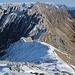 Rückblick zum Frau-Hitt-Sattel, den benachbarten Sattelspitzen und den weiter östlich gelegenen Bergen des Karwendel.
