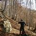 Breve pausa sul dosso boschivo che delimita la valle