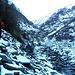 Tratto di sentiero cancellato da una frana, conviene stare bassi vicino al torrente