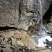 Kleiner Mensch unter dem Upper Yosemite Fall