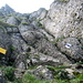 Einstieg in den Kletterweg. Das Fixseil beginnt wohl mit Absicht nicht ganz unten, um weniger versierte Berggänger von einem Aufstieg abzuhalten