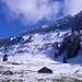 Viel blau! Novemberfarben und Blick hinauf zum Kamm des Neualpelispitzes