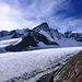Blick von der Finsteraarhornhütte über den oberen Teil des Fiescher Gletschers. In der Bildmitte das Großgrünhorn (4043m).