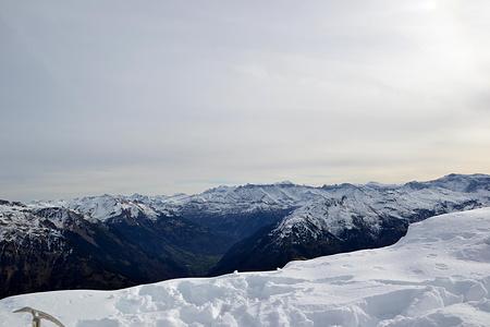 Angezucketer Berge in Richtung Elm.