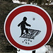 Was will uns dieses Verbotsschild sagen? Kreative Vorschläge sind willkommen! Im Appenzell scheint man einen Hang zu Verbotsschildern der etwas schrägeren Art zu haben (s. [http://www.hikr.org/gallery/photo203893.html hier])