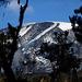 Ein Blick zurück; der Gipfel liegt bereits wieder 3000 Meter über uns