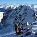 Gipfelpause mit imposantem Blick hinüber zur Keschnadel